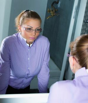 A tükör titka igazi tanulságos történet: rövid és lényegre törő mese az önmagunkra ismerésről.