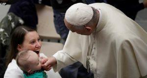 Ferenc pápa: a nő Isten nagy ajándéka, aki harmóniát és szépséget hoz a világba