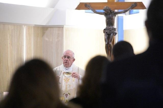 Ferenc pápa: Vigyázzunk a virtuális világ keltette kíváncsisággal