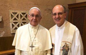 Meglepetésként Ferenc pápa esketett a Vatikánban
