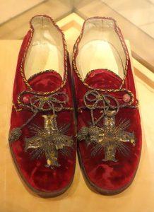 Régi cörös cipő