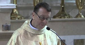 Az éneklő papot Szent II. János Pálnak köszönhetjük