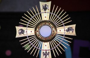 Szentségimádás Krisztus Király előestéjén