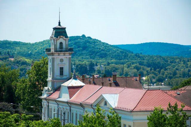 Katolikus iskolanegyed épül Tamásiban – Pécsi Egyházmegye