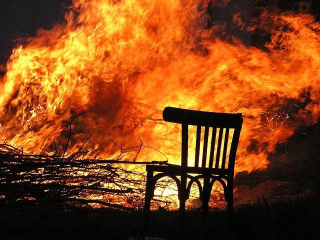 Újabb három templomot gyújtottak fel