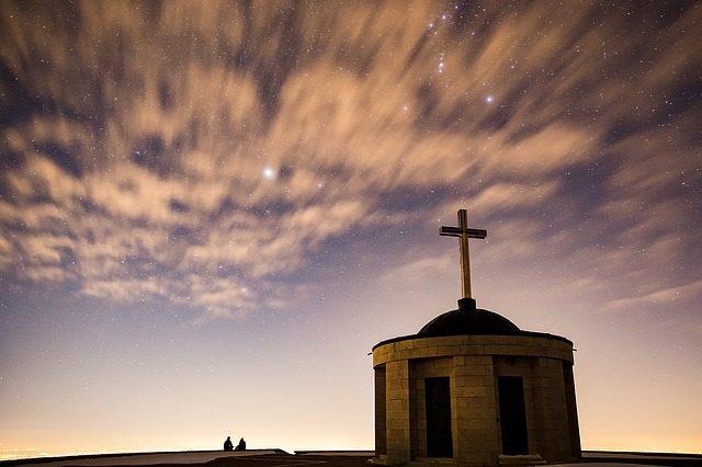 Az olyan Isten, akit fel lehet fogni – már nem volna Isten. (Beda Venerabilis)