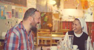 Beszélgetés papokkal egy sör mellett