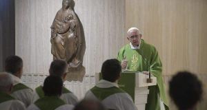 Ferenc pápa: magunkat vádoljuk, ne másokat