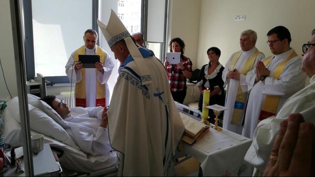 Halálos ágyán szentelték pappá a lengyel szeminaristát