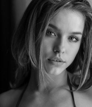 Fiatal nő